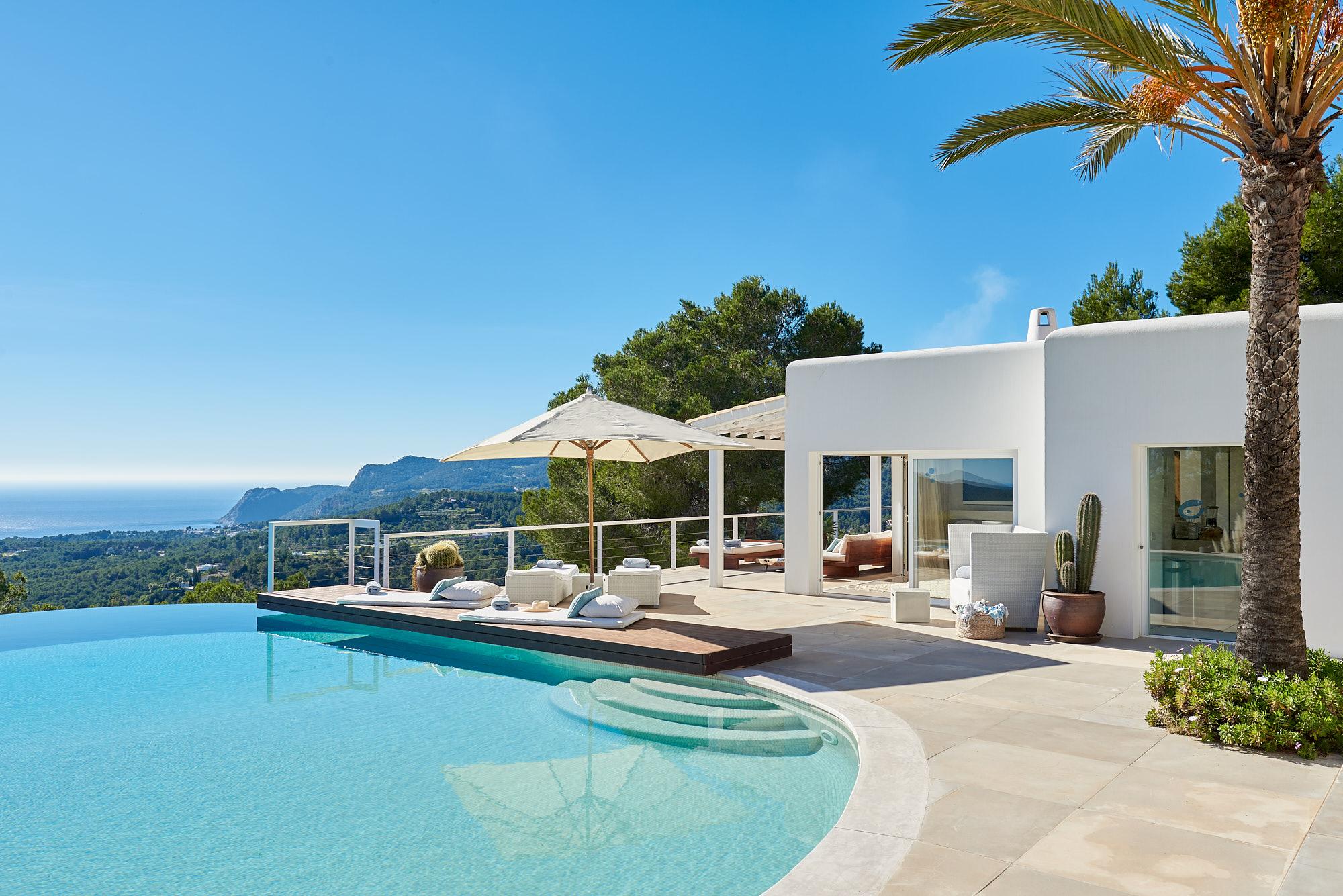 August villa